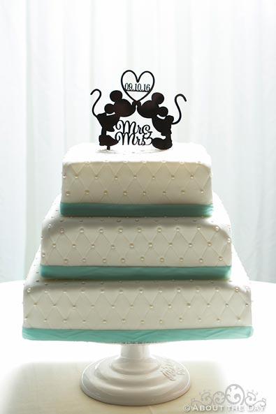 Wedding cake with Micky and Minny kissing