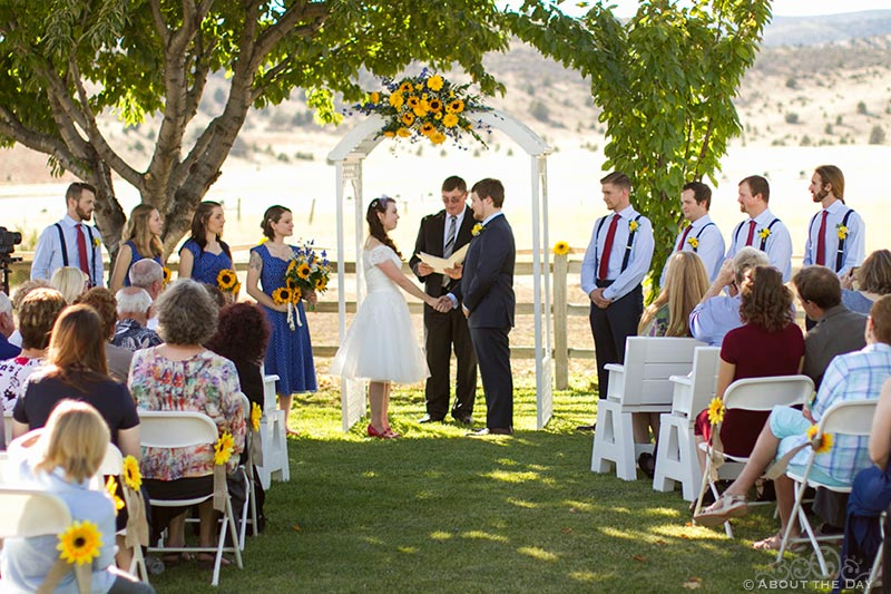 Country wedding ceremony in Yreka, California