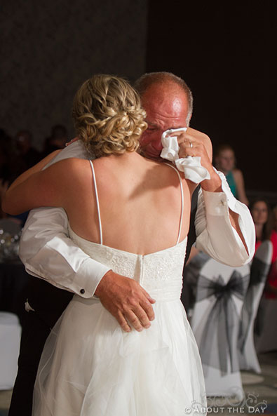 Father of the Bride gets emotional during their dance