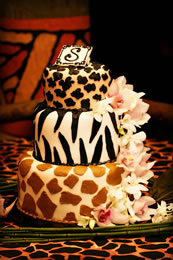 A wild animal wedding cake