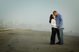 Couple kissing while the fog rolls into Dunedin