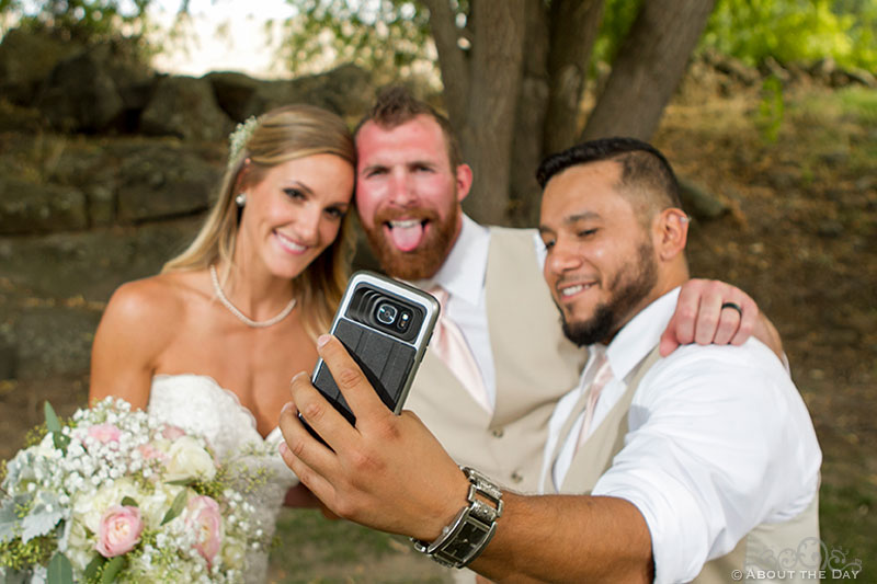 Bride and Groom get in a selfie at Shadow Lake Ranch