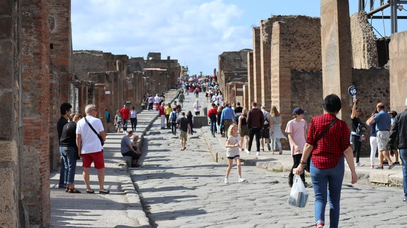 A view down the main avenue in Pompei