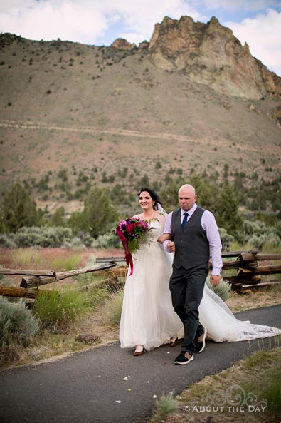 HannahShae walks down the isle at Smith Rock